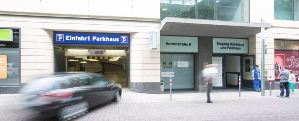 In Karlsruhe zentral parken, Tageslicht Parkhaus, günstige Parktarife, Fahrradstellplätze, 24 h geöffnet, Breuninger, fit-in, AMEDIS, karstadt sport, Schloss, Gerichte